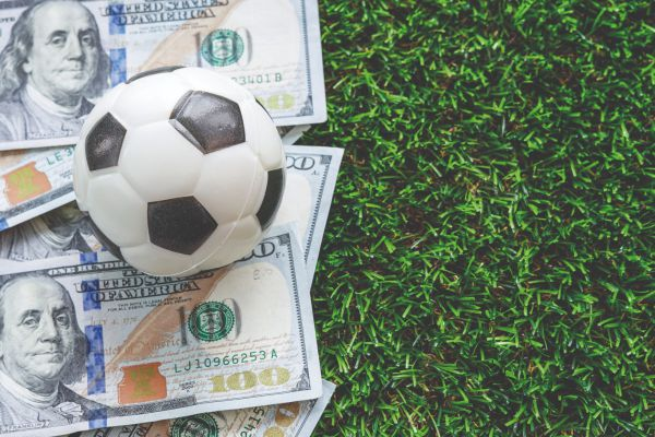 What Are Benefits of Football Betting Online?